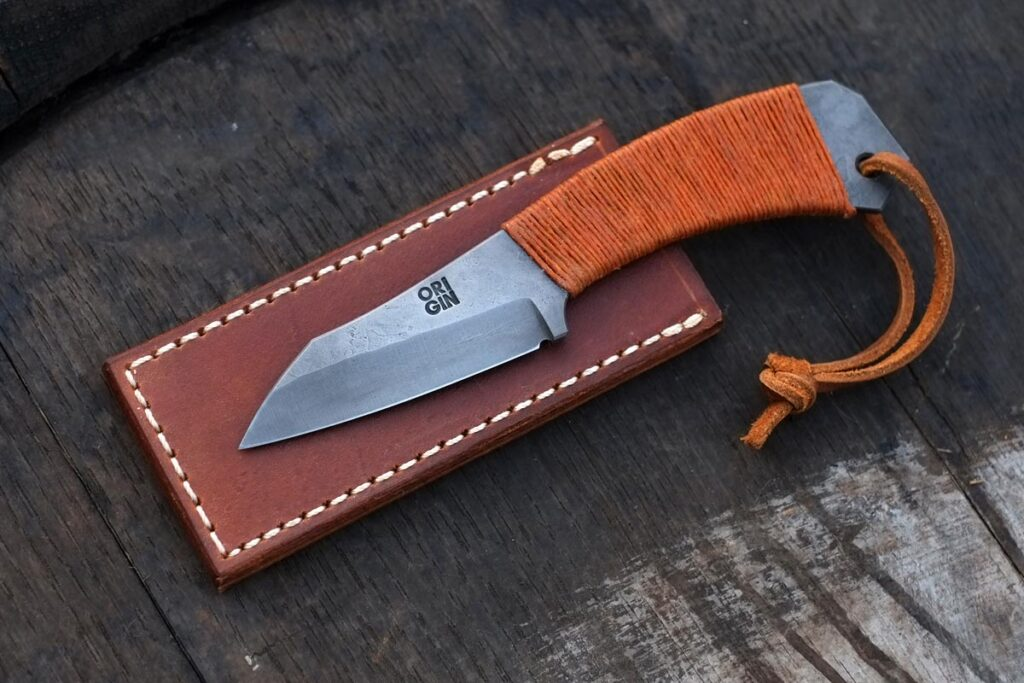 The TILI Minimalist Fixed-blade Pocket Knife