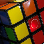 Programmable HEYKUBE Lets You Learn How To Solve A Rubik's Cube