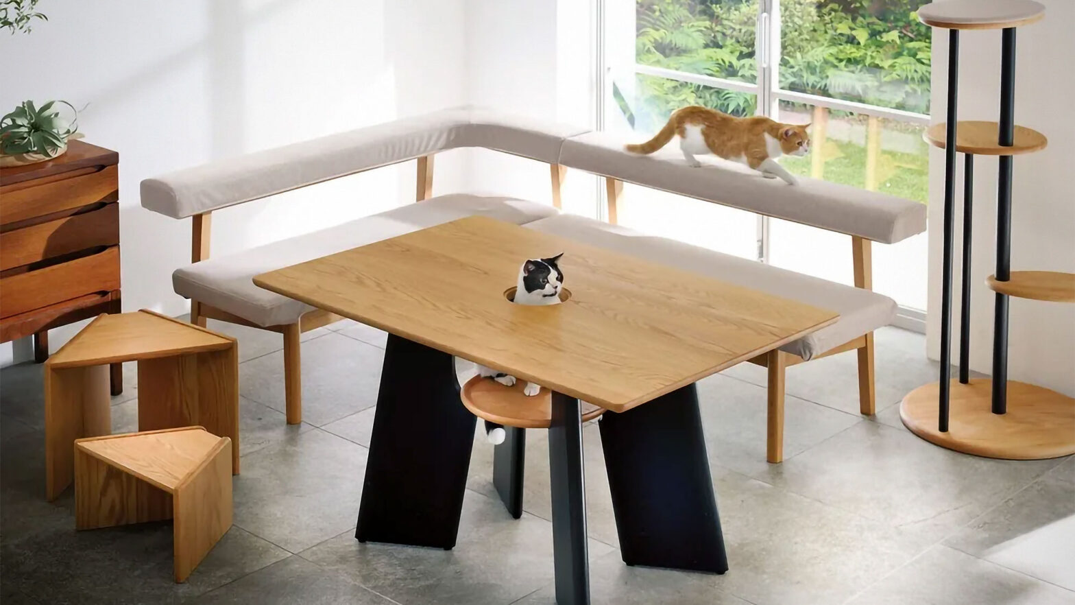 Dino Cat-friendly Dining Table