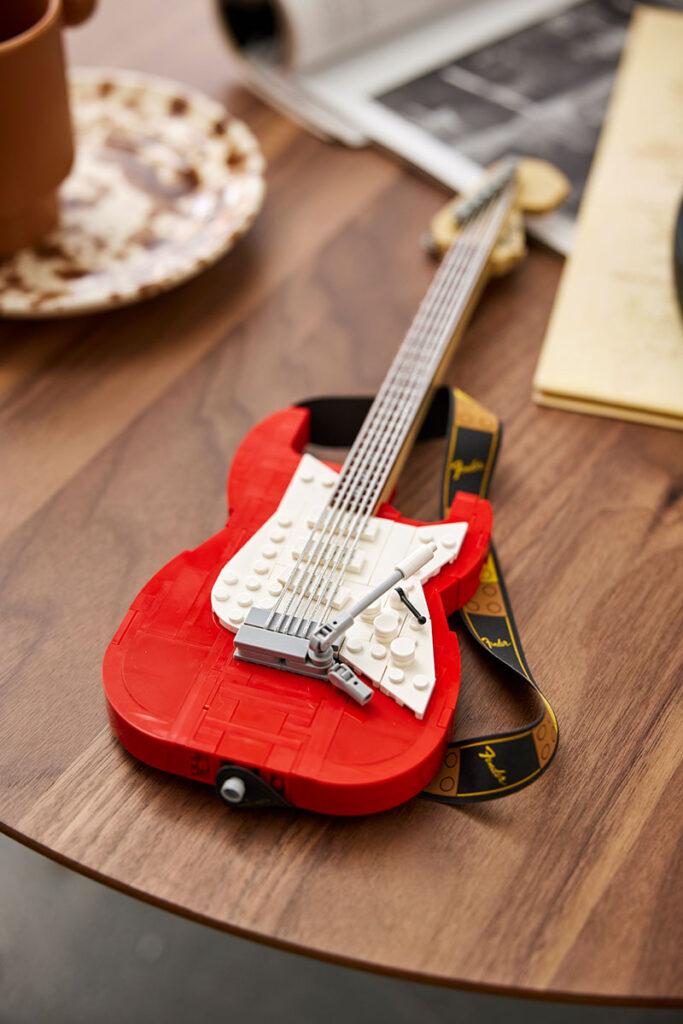 LEGO 21329 Ideas Fender Stratocaster Set